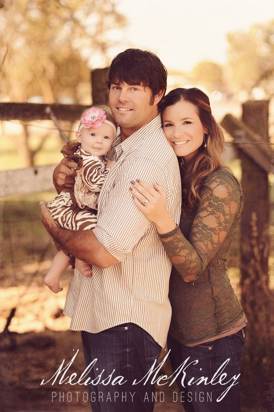 rustic family photo, country fence- Love it!