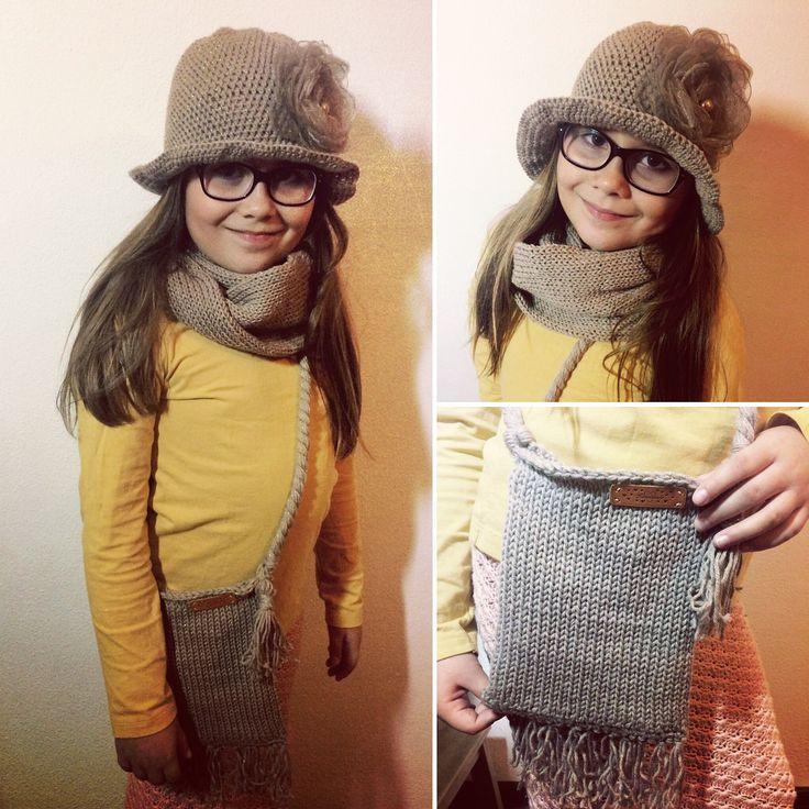 Komplet Háčkovaný klobouček a pletená kabelka a šál