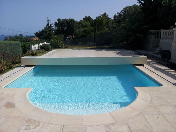 Couverture piscine Coverseal en beige sur piscine romane 5m x 10m