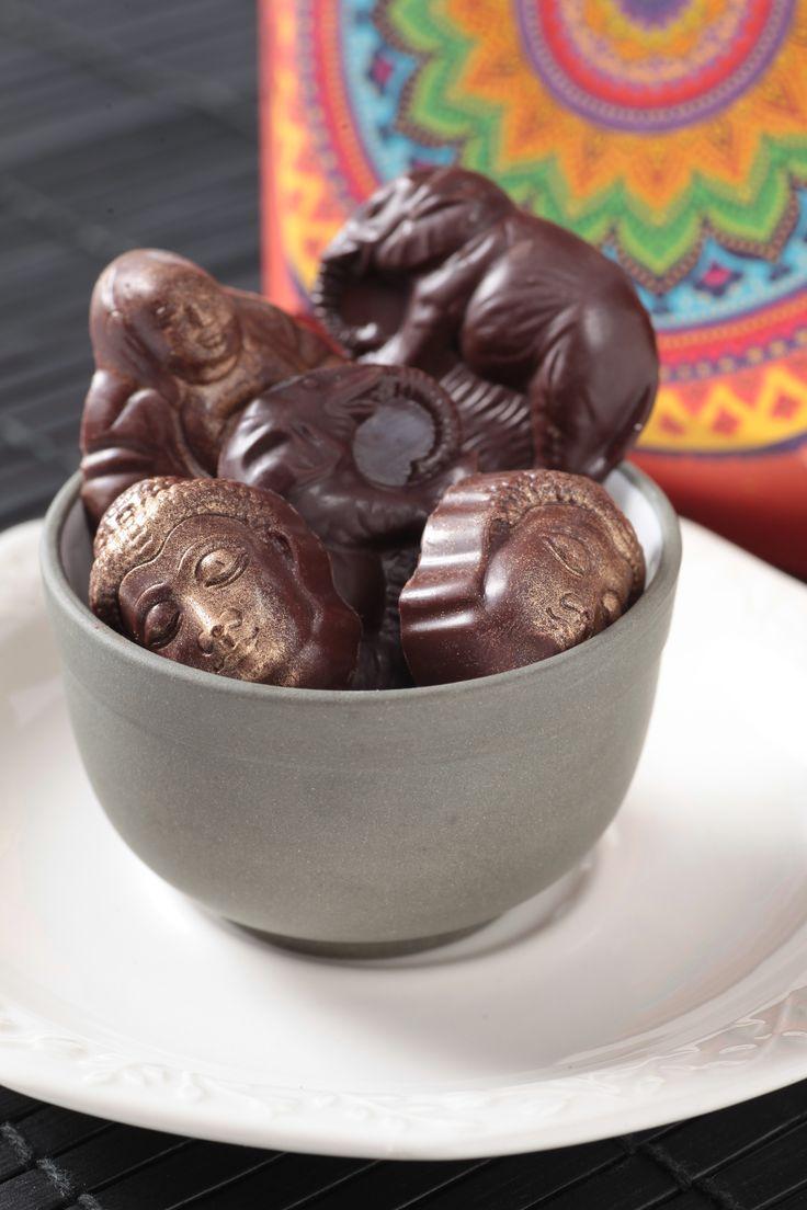 """Miércoles de antojo... Disfruta hoy de unos deliciosos """"BOMBONES DE CHOCOLATE SERIE ORIENTAL"""" de la #reposteriaastor   www.elastor.com.co"""