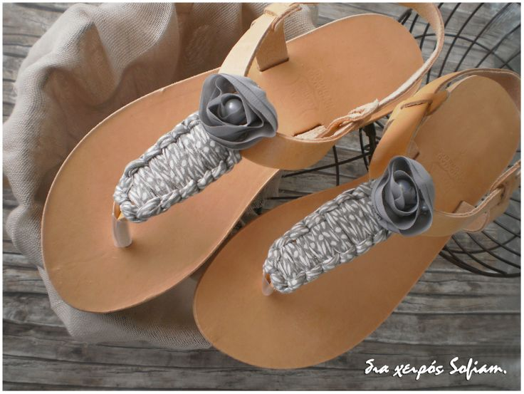 14.015 Grey leather sandals