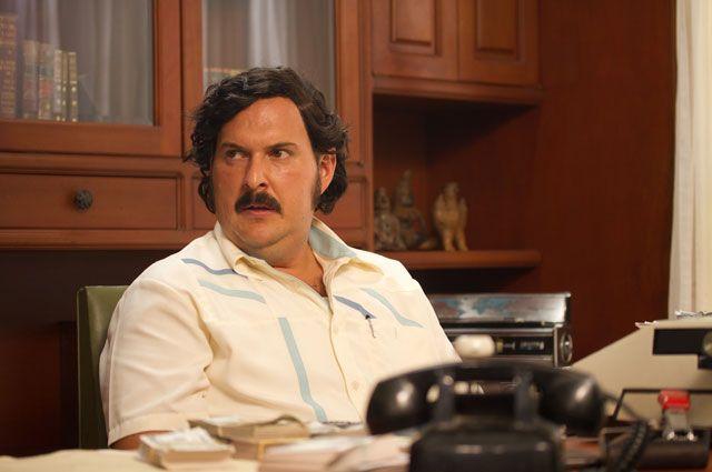 Pablo Emilio Escobar. Interpretado por Andrés Parra – Mauricio Mejía (joven)