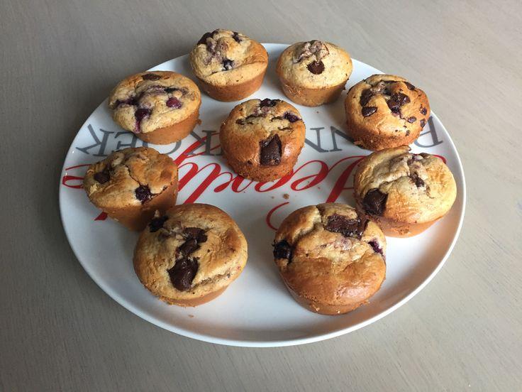 Gister heb ik deze heerlijke koolhydraatarme vanille blauwe bessen muffins met chocolade chips gemaakt. De muffins smaken erg goed en bevatten slechts 3,4 gram koolhydraten! Bekijk het recept op de site!