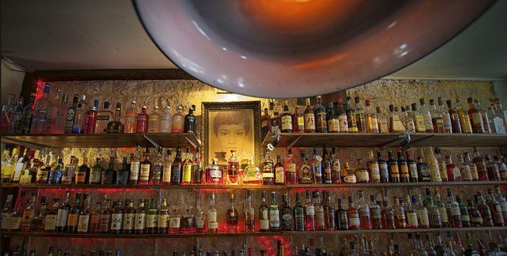 Bar Parisien vous offrant les meilleurs choix de whiskys ainsi que Rhums. Plus de 120 rhums et 120 whiskys disponibles.