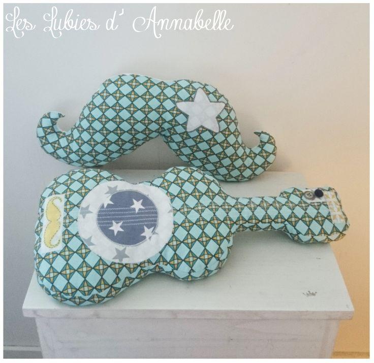 Ensemble décoration de chambre enfant, doudou, coussin tissu forme géométrique bleu/vert thème moustache