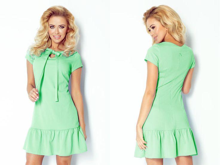 krásne krátke minišaty v zelenej farbe s krátkym rukávom na letné rande