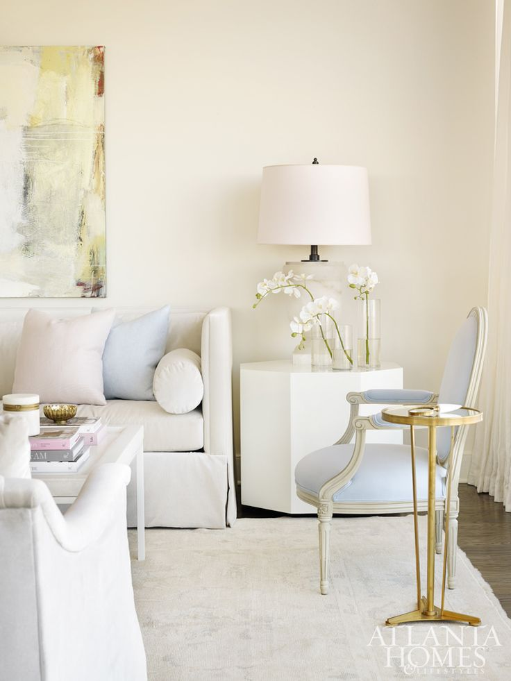 Atlanta condominium: a peaceful, calming home–with an incredible view–that just might lend you a moment of serenity. Melanie Turner Interiors created a space that truly feels like a zen retreat.