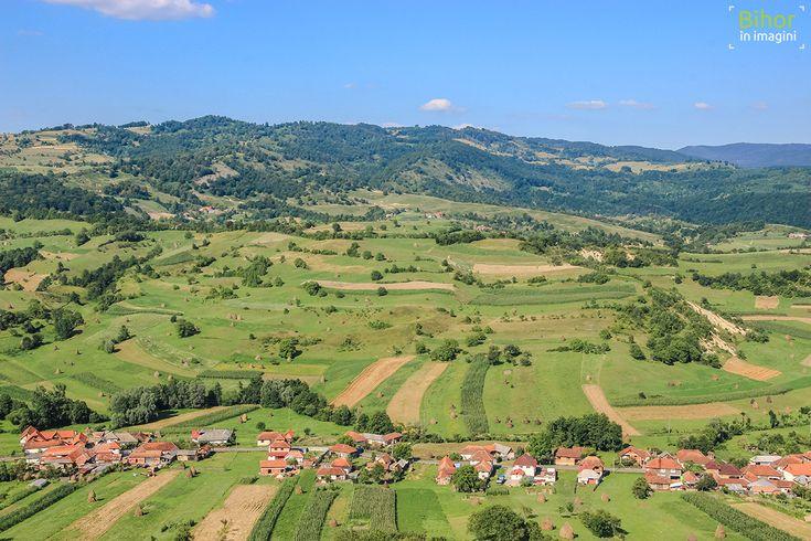 Satul Rosia privit de pe dealuri   Bihor in imagini