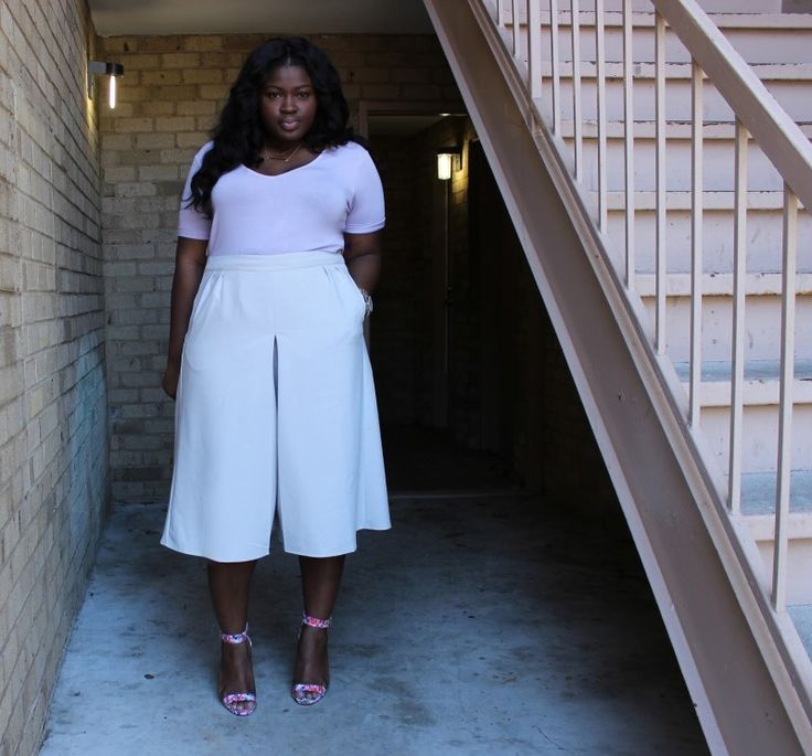 Blogger SuppleChic in plus size midi culottes #TCFStyle