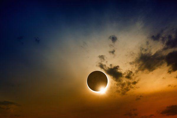 FÉNIX DIRECTO (@Fenix_Directo) | Twitter  Eclipse total de sol que se vio en el sureste asiático entre ayer y hoy.