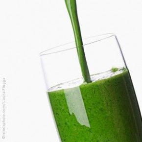 """Per depurarti, ottimi ingredienti sono il the verde, il cetriolo e l'ananas.I cetrioli sono ricchi di minerali e vitamina C; sono rinfrescanti, depurativi e molto diuretici, dunque ideali per eliminare i liquidi e """"ripulire l'organismo""""...    http://www.viverealtop.net/eliminareliquidicentrifugatodetox/"""