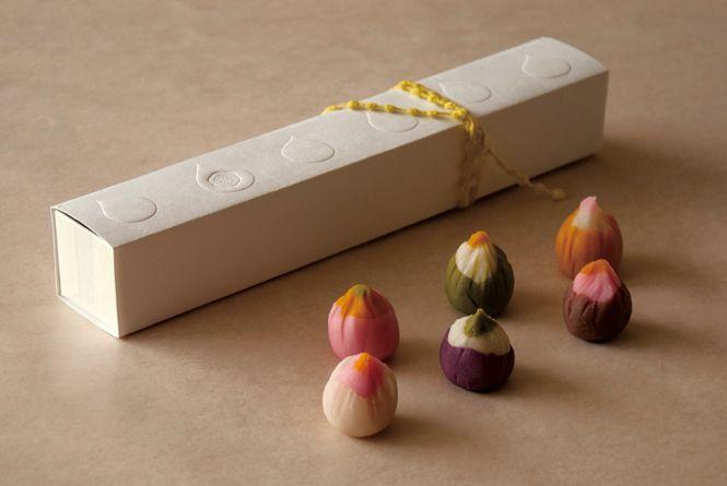 一口和菓子。Wagashi.
