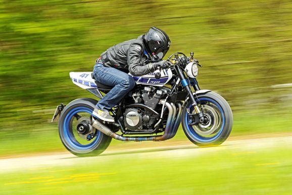 Yamaha XJR 1300 des Tuners Klein >>> Der Sound sorgt für Pilates im Wald.