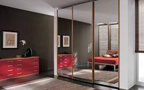Современный шкаф / в лесу / с раздвижной дверью / зеркальные