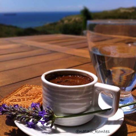Hayat ruhunu yoruyorsa: Bir tebessüm  Bir çiçek  Hoş sohbet Bir kahve molası gerek.