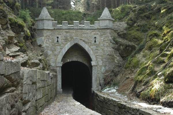jeleni_vrchy_schwarzenbergkanal_tunneleingang.jpg (600×398)