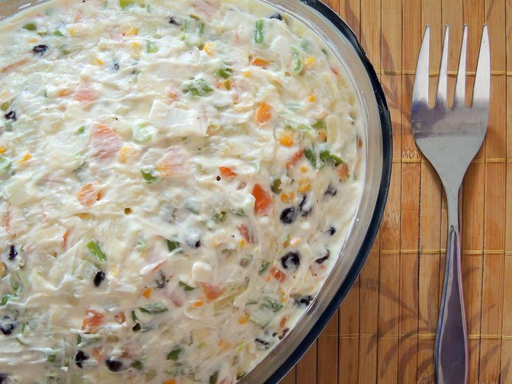 Com o natal chegando hoje vamos ensinar essa receita maravilhosa de salada de maionese natalina. Fácil de fazer e com uns toques especiais ! INGREDIENTES 1 kg de batata 2 cenouras (grandes) 2 maçãs (a vermelha ou a verde) 1/2 lata de milho 1/2 lata de ervilha 1/2 xícara de azeitona sem caroço e picada …