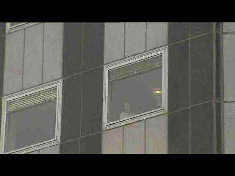 Mueren un padre y su bebé al lanzarse por la ventana del hospital La Paz - http://wp.me/p7GFvM-ApH
