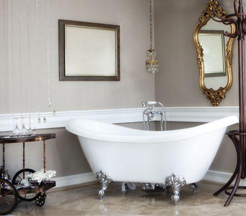 Les 25 meilleures id es concernant salle de bains avec - Salle de bain avec baignoire sur pied ...