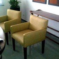 sillas con brazos en Studio Mobile
