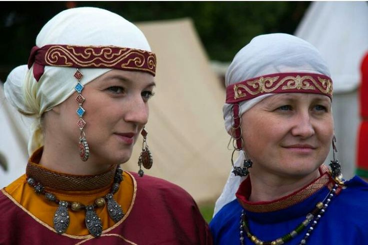Slavic(?) headwear. NOTE: Temple rings likely not worn by Norse women; those found in graves worn as earrings are by Slavic women. [Info from Feed the Ravens merchants at An Tir 12th Night 2014; https://www.etsy.com/shop/feedtheravens)