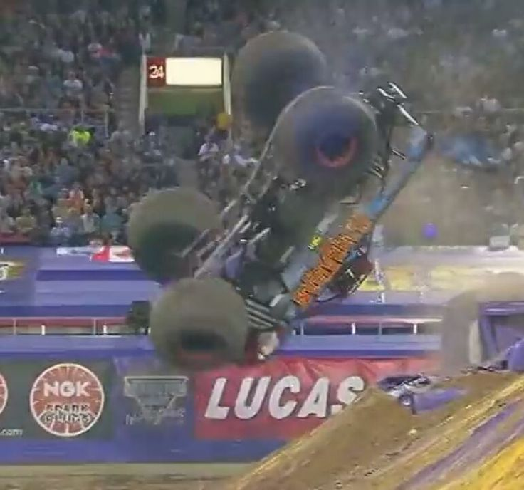 Here's @barbarianmt1 in Barbarian Showing the fans a backflip!! Can anyone guess what year!? #monsterjam #nascar #f1 #drifting #racing #mechanic #art #legend #wraps #paint #schemes #Indianapolis #gravedigger #cars #trucks #mechanic #indi #wheelie #stunts #backflip #avengence #yeahhhhhhh