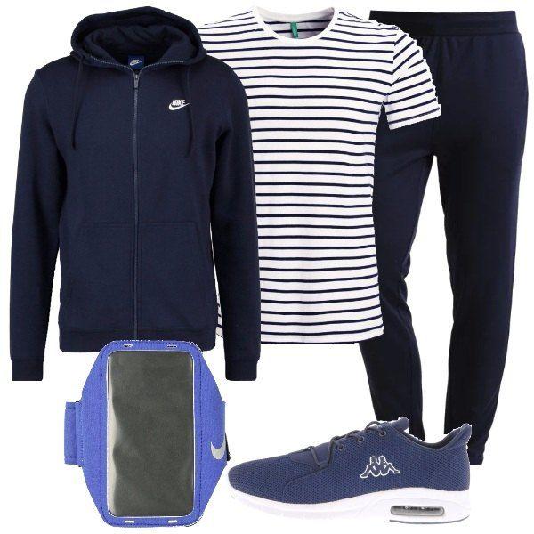 Ad un uomo che ama fare sport propongo: t-shirt a righe bianca e blu, in cotone, pantaloni sportivi blu, felpa blu, con cappuccio, scarpe da ginnastica blu e comodo porta cellulare.