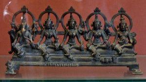 Ганеша, Брахми, Кумари, Вайшнави, Кубера (слева на право). Бронза; Восточная Индия, XI век н.э.; Британский музей.