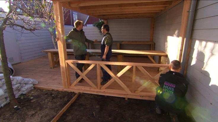In de tuin van Anouk en Herald wordt een overkapping gebouwd. Dit is een grote wens van Anouk en Herald, want ze willen het hele jaar door buiten kunnen zitten.