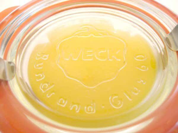 Spröde Füße adé – Hallo geschmeidige Sommerfüße! Mit dieser DIY Fußcreme ganz einfach! Ihr benötigt: 2 EL Bienenwachs 4 EL hochwertiges Öl (zb. Jojobaöl) 1 TL Aloe Vera-Gel 20 Tropfen ätherisches Orangenöl (naturrein und hochwertig) Schnaps-Vorlauf mit Sprühkopf zum Desinfizieren … weiterlesen