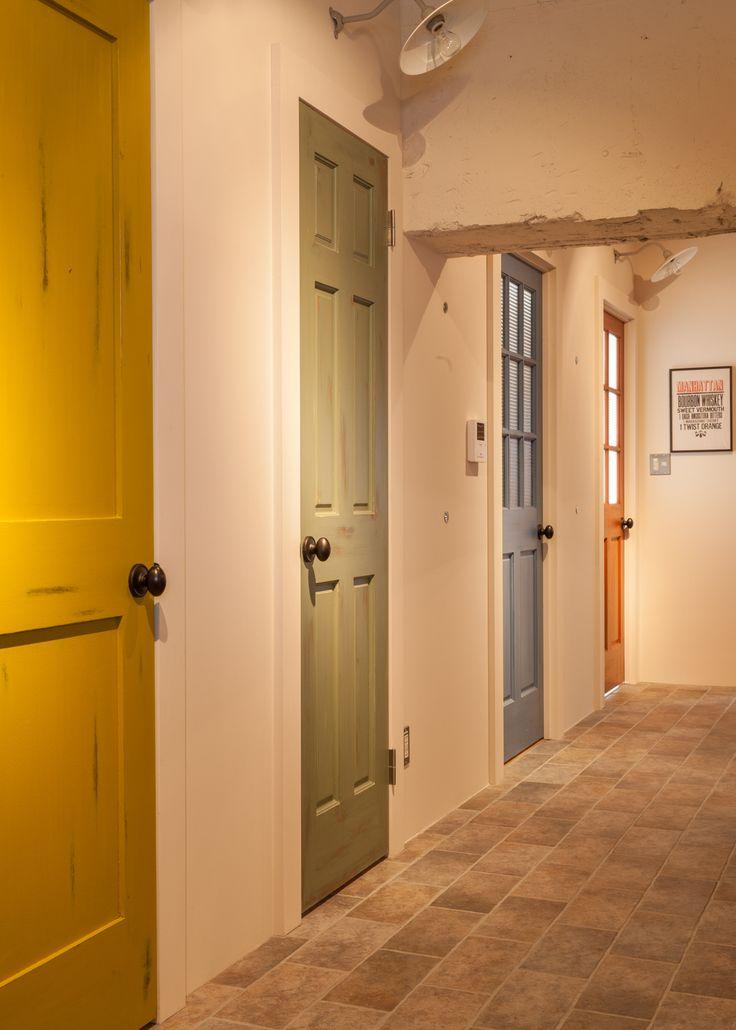 """大手セレクトショップにお勤めのご夫婦が、築40年の中古マンションをリノベーション。テーマは""""アメリカンポップ""""。デザイン性と機能性を両立させた、素敵な空間に仕上がりました。"""