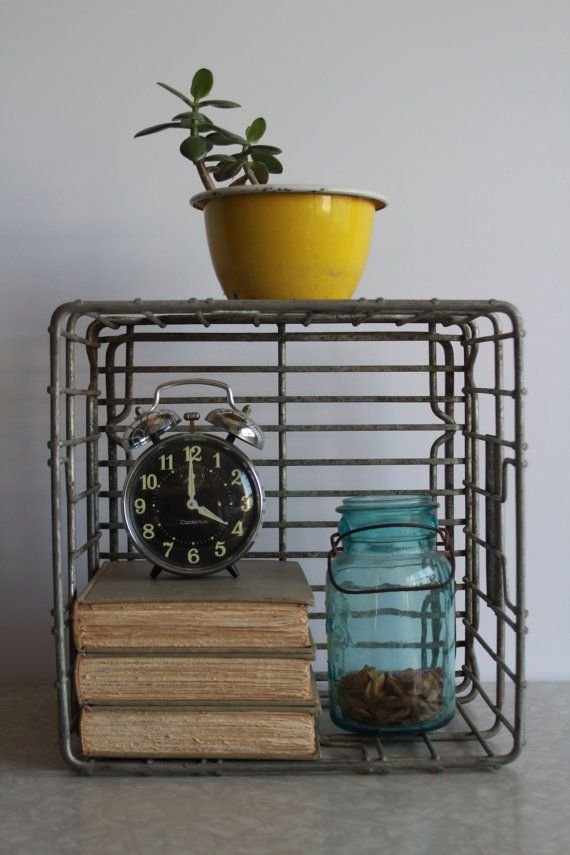 Vintage metal milk crate i 39 m going to hang mine on the for Where can i buy wooden milk crates