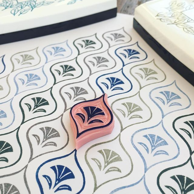 Creating patterns . I need a wallpaper as a background for a picture I'm working on. So I started off by creating this small stamp.