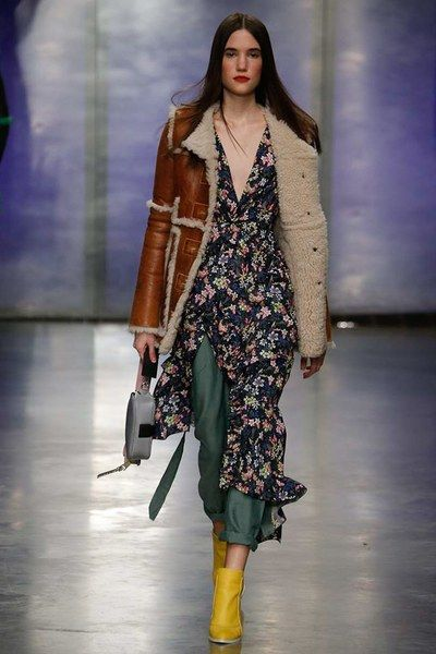 See the complete Topshop Unique Fall 2017 Ready-to-Wear collection.