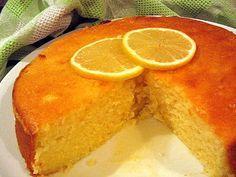 Μια ακόμα υπέροχη συνταγή για λεμονόπιτα. Μια λεμονόπιτα με γιαούρτι και σιρόπι λεμονιού που σίγουρα θα απολαύσετε.