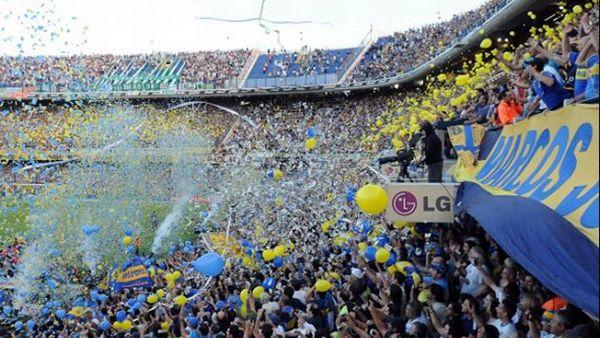 Los estadios del mundo más intimidantes para cualquier futbolista - La Bombonera, Argentina, Uno de los estadios más famosos y complicados del mundo. La pasión de los aficionados es tan grande que el Boca Juniors ha construido un cementerio oficial del club para evitar que sigan arrojando cenizas de socios difuntos en el campo.