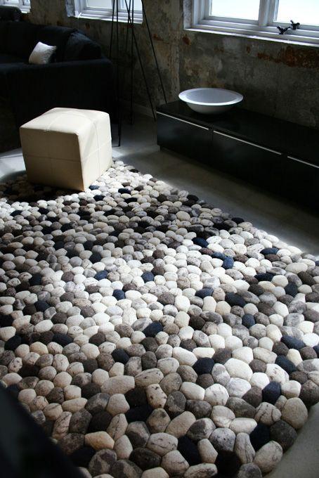 alfombra carpet Pebble lana fieltro wool hand felt piedra boulder decoración decoration diseño design interior miraquechulo
