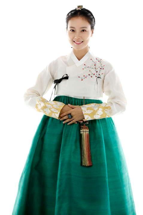 look dashing in green, Moon Chae Won ssi ^^
