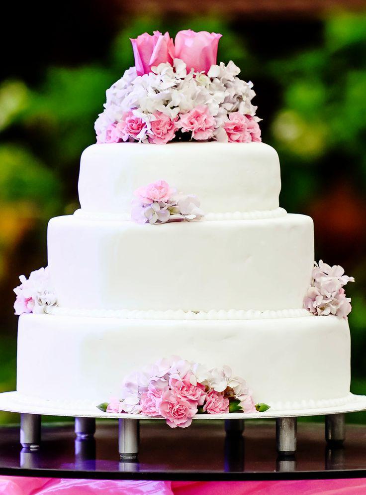 Ideas for decorating a wedding cake