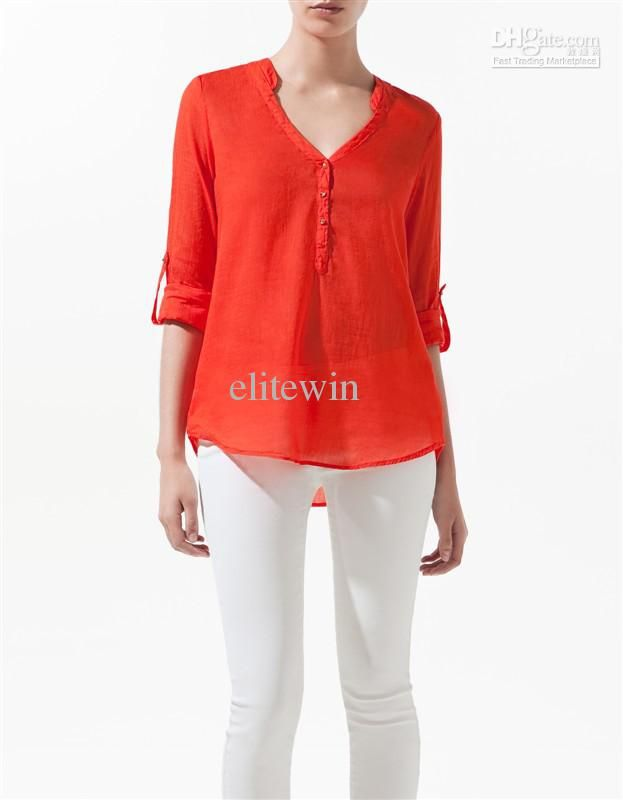 Precioso este look!! blusa naranja y pantalón blanco.