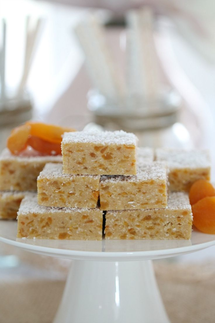 Want a Thermomix Apricot Coconut Slice that is completely no-bake, takes just 5 minutes to prepare and is absolutely delicious? This is THE recipe for you! #apricot #coconut #slice #bars #easy #nobake #conventional #thermomix