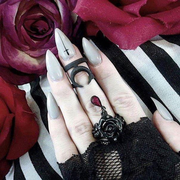 Best 25+ Goth Nails Ideas On Pinterest