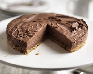 Easy chocolate cheesecake: 150 g digestive biscuits, crushed, 45 g butter, melted, 110 g caster sugar, 120 ml whipping cream, 150 g dark chocolate - melted and cooled, 2 tbsp cocoa powder, 200 g cream cheese