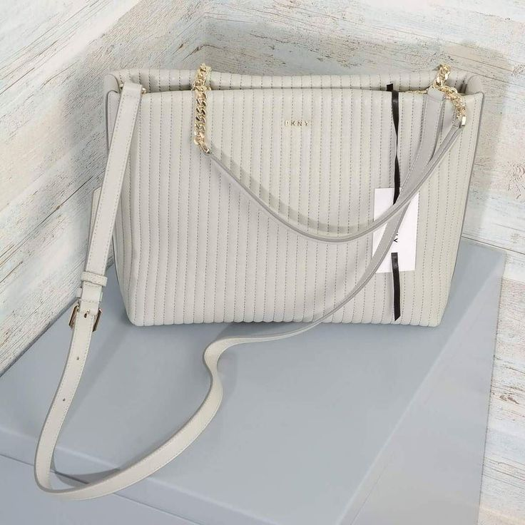 Borsa a spalla #DKNY #R461081807 Gansevoort  Pelle trapuntata Tracolla regolabile e removibile Chiusura magnetica Piedini in metallo Manici a mano in pelle con doppia catena in metallo #bags #fashion #fashionista #fashionpost #style #stylish #outfit #outfitoftheday #outfitpost #ootdshare #todaysoutfit  #lookoftheday #lookbook #lookpost #mylook #photooftheday #bestoftheday #picoftheday #fashiongram #currentlywearing #shopping #clother #instastyle #instafashion #fashiondiaries #Omero…