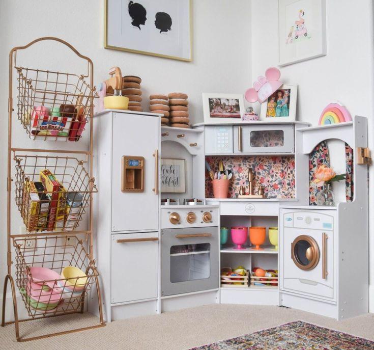 Spielzeug basteln und aufpeppen: Projekte mit alten Möbeln und Haushaltsgegenständen