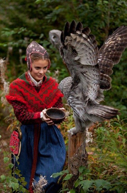 folkthings:  Folk costume ofJärvsö, Swedensource