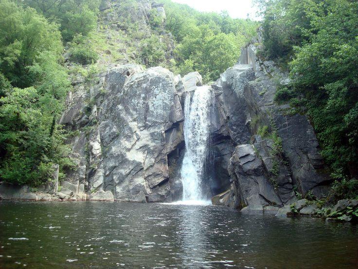 Κοντά στο χωριό Διπόταμα, στην κοιλάδα του Αρκουδορέματος βρίσκεται ο καταρράκτης της Αγίας Βαρβάρας. Τα νερά του πέφτουν από ύψος 15μ. σχηματίζοντας μια μικρή λίμνη, ενώ την εικόνα συμπληρώνει ένα δάσος φυλλοβόλων δέντρων.
