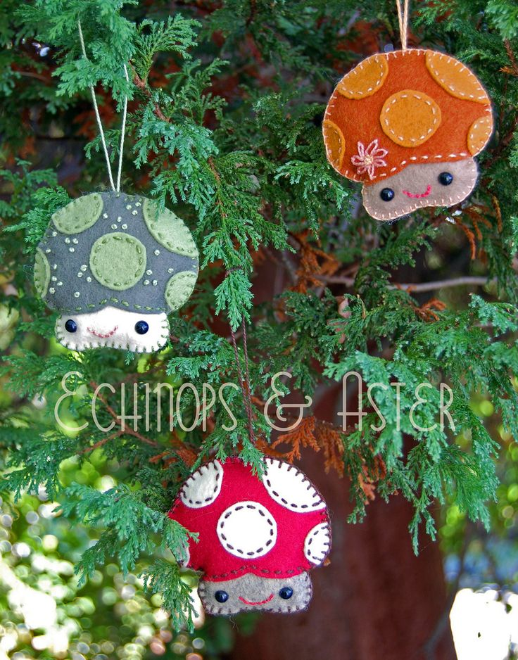 """I doubt I'd actually make these, but they're adorable!! Maybe the Girl Scouts could make them as a fund raiser item. """"pattern: merry mushroom felt ornament--@Matty Chuah Blasphemous Homemaker"""""""