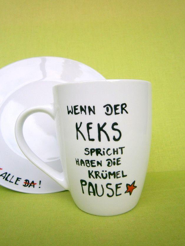 """_*Hoch Die Tassen*_  Diese liebevoll gestaltete Tasse trägt den Spruch :  *"""" Wenn der Keks spricht haben die Krümel Pause """"*  Den passenden Teller findet ihr auch in meinem Shop.  Farbe der..."""