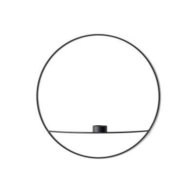 Pov circle väggljusstake från Menu, formgiven av Note Design Studio. En lätt, smart och lekfull ljus...